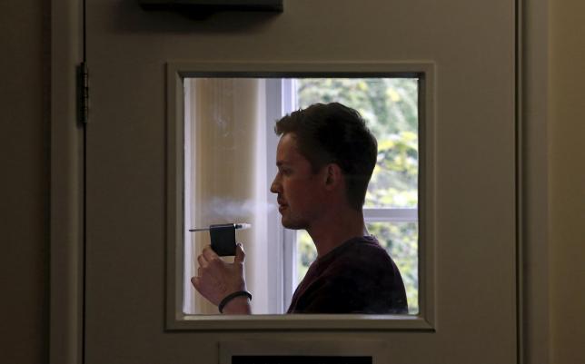 """En mand deltager i en test i """"ryge-laboratoriet"""" på Bristol University i England, 01.05.2015. REUTERS/Cathal McNaughton"""